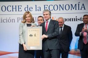 El premio a la 'Mejor iniciativa en formación' fue a parar el Icex. Lo recogió su consejera delegada, Mª Coriseo González-Izquierdo, de manos de Francisco Reynés, consejero delegado de Abertis