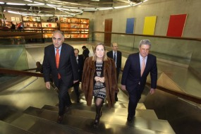 Amador G. Ayora, director de 'elEconomista', Ana Pastor, ministra de Fomento, y Alfonso de Salas, presidente de Ecoprensa.
