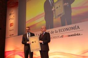 El 'Premio a la Internacionalización' correspondió a Puig. L o recogió su presidente ejecutivo, Marc Puig, y se lo entregó Javier Marín SanAndrés, director general de Aena.
