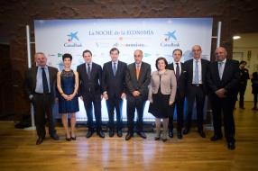 Foto de familia de los miembros del jurado de los premios 2015
