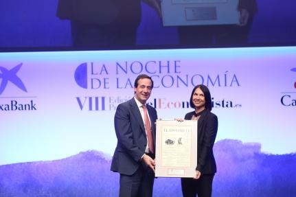 Gonzalo Gortázar, CEO de CaixaBank, y Arantxa Roig, directora de la Fundación Roig Alfonso