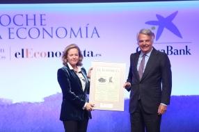 Nadia Calviño, ministra de Economía y Empresa, e Ignacio Garralda, pdte. de Mutua Madrileña