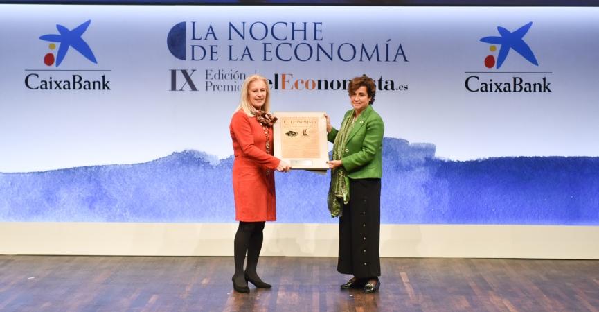 Mª del Carmen Rodriguez, directora de Igualdad de la CAM y Ángeles Santamaría, CEO de Iberdrola España